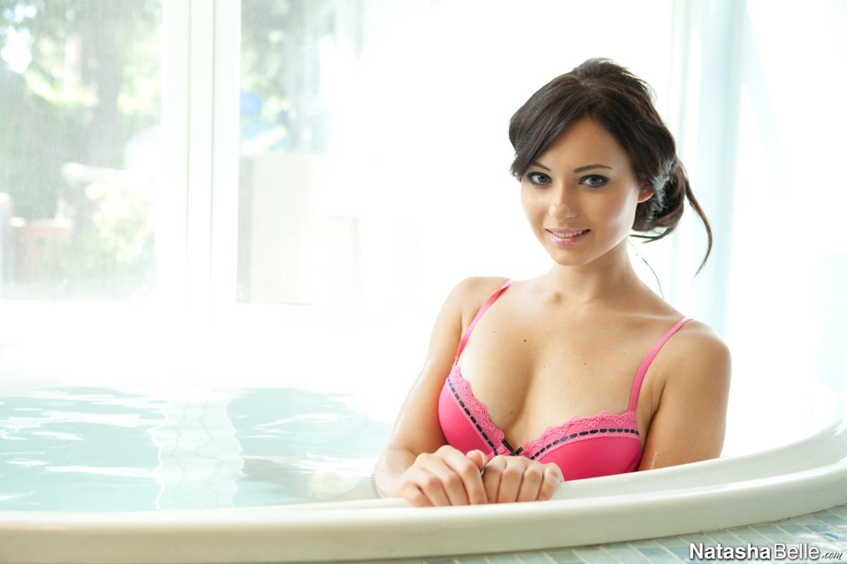 Nikki sims bathtub fun - 1 1